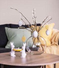 Tid for påskekos Table Decorations, Furniture, Home Decor, Decoration Home, Room Decor, Home Furnishings, Home Interior Design, Dinner Table Decorations, Home Decoration