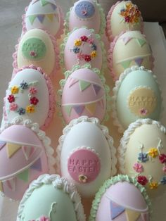 Pretty Pastel Candy eggs for Easter. Sugar Eggs For Easter, Easter Egg Cake, Pastel Candy, Rolling Fondant, Egg Decorating, Pretty Pastel, Royal Icing, Easter Crafts, Desserts
