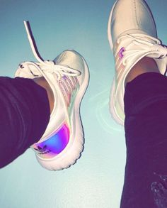 Wheretoget - White Adidas sneakers with holographic stripes