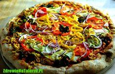 eżeli chodzi o pizzę, to chyba trudno będzie znaleźć jej przeciwników. Niestety, ze zdrowotnego punktu widzenia największym problemem pizzy jest ser żółty. Niektórzy próbują zastępują je serami wegańskimi, z których część – co bardzo dziwne – zawiera wyizolowaną … kazeinę. Kazeina to białko mleka krowiego, które wpływa na powstawanie procesów miażdżycowych.    Propounjemy najlepsze wyjście z sytuacji – pizzę z domowym serkiem wegańskim bez cholesterolu i bez kazeiny!