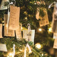 4 dicas para sua decoração de natal ser mais aconchegante - Follow the Colours Christmas 2019, Christmas And New Year, Merry Christmas, Christmas Ornaments, Christmas Decorations For Kids, Xmas Lights, Tree Forest, Day Wishes, City Lights