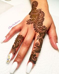 Henna by me and Nails by the amazing Simple Arabic Mehndi Designs, Mehndi Art Designs, Mehndi Patterns, Latest Mehndi Designs, Henna Tattoo Designs, Mehndi Designs For Hands, Simple Henna, Vintage Tattoo Design, Mehndi Design Pictures