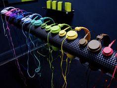 i LIKE colored earphones!!