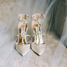 "195 likerklikk, 10 kommentarer – Fine Art Wedding Photographer (@athomas_photography) på Instagram: ""When your bride rocks these shoes all day long...& doesn't even break a sweat. Yeah, she's amazing…"""