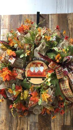 Fall Deco Mesh, Deco Mesh Wreaths, Fall Wreaths, Wreath Crafts, Diy Crafts, Wreath Ideas, Wreaths For Front Door, Door Wreaths, Tulle Wreath