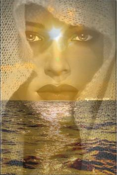 È così che mi vedo guardandomi allo specchio,  un mare in burrasca un cielo sereno. Maria Viola
