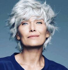 Gray hair, do care - Why to ditch the dye - Save money, time, and the environment by letting your gray grow! beauty money Gray hair, do care - Why to ditch the dye Grey Hair Dye, Grey Curly Hair, Short Grey Hair, Short Hair Cuts, Curly Hair Styles, Gray Hair Women, White Hair, Pelo Color Plata, Grey Hair Over 50