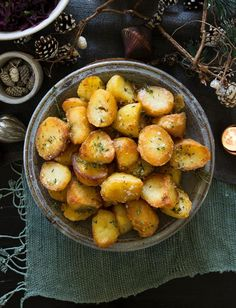No Christmas dinner is complete without show stopping spuds, like these butter and thyme roast potatoes from chef Tristan Welch English Christmas Dinner, Christmas Roast, Christmas Dinner Menu, Vegan Christmas, Christmas Recipes, Christmas Eve, Christmas Ideas, Roasted Potato Recipes, Thyme Recipes