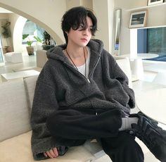 Image discovered by Ichikawa tsubaki. Find images and videos about fashion, cute and boy on We Heart It - the app to get lost in what you love. Korean Boys Hot, Korean Boys Ulzzang, Korean Men, Korean Girl, Cute Asian Guys, Asian Boys, Asian Men, Cute Guys, Outfits Hombre