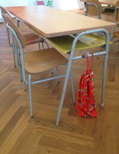 Návrat do lavíc: Tieto školské potreby by ste dnes hľadali len ťažko Retro 2, Wishbone Chair, Bratislava, Socialism, Czech Republic, Childhood Memories, Furniture, Vintage, Home Decor