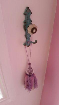 Tie back or door nob