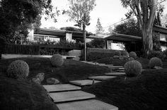 Case Study House by Richard Neutra Mid Century House, Mid Century Style, Mid Century Design, Richard Neutra, Modern Exterior, Exterior Design, Modern Buildings, Modern Architecture, Concrete Steps