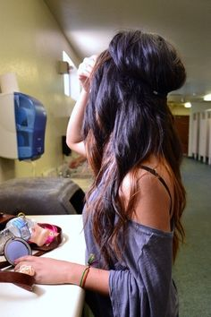 love her hair.sometimes I miss having dark hair. My Hairstyle, Pretty Hairstyles, Headband Hairstyles, Bride Hairstyles, Hairstyle Ideas, Love Hair, Gorgeous Hair, Coiffure Hair, Braid Hair