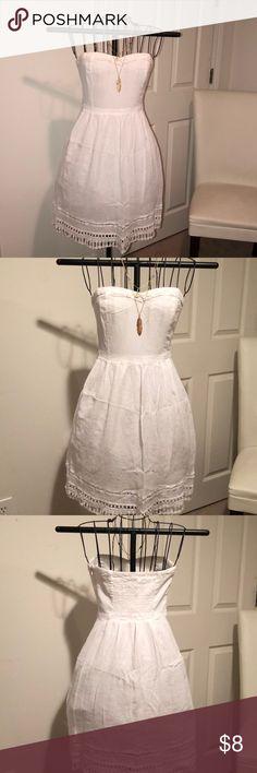 WHITE DRESS Old Navy white strapless dress. *NEVER WORN* Old Navy Dresses Strapless