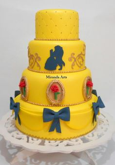Bolo Fake / The Beauty and the Beast Birthday Party Ideas / Festa A Bela e a Fera Pretty Birthday Cakes, Birthday Desserts, Pretty Cakes, Cute Cakes, Bolo Fake Princesa, Bolo Fake Eva, Bolo Fack, Royal Tea Parties, Belle Cake