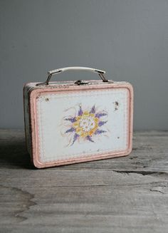 vintage lunchbox--looks like another one I had