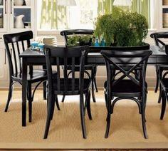 czarne krzesła obiadowe