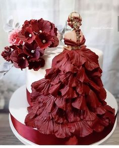 Extremmood Wedding Pastry Wedding Pastry Wedding Music Tips: How To Choose The Best Wedding Music So Peacock Wedding Cake, Pretty Wedding Cakes, Beautiful Birthday Cakes, Wedding Dress Cake, Wedding Cake Designs, Beautiful Cakes, Cake Designs For Girl, Different Wedding Cakes, Silhouette Cake