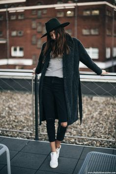 50b2a16b68948 RIPPED JEANS  amp  STAN SMITH The Fashion Cuisine waysify Black Mom Jeans  Outfit, Style