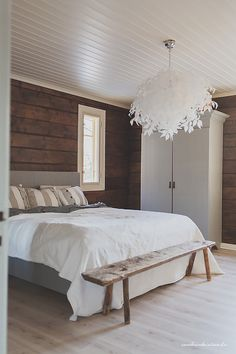 19 Stunning Examples of Modern Scandinavian Interiors – My Life Spot Painted Pine Walls, Cabin Design, House Design, Knotty Pine Walls, Tiny Beach House, Modern Scandinavian Interior, Country Interior, Happy House, Spring Home