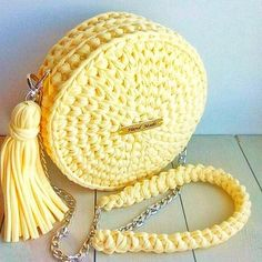This Pin was discovered by fozCrochet Handbag Tutorial http:Crochet hand made Crotchet Bags, Bag Crochet, Crochet Shell Stitch, Crochet Clutch, Crochet Handbags, Crochet Purses, Knitted Bags, Love Crochet, Crochet Clothes