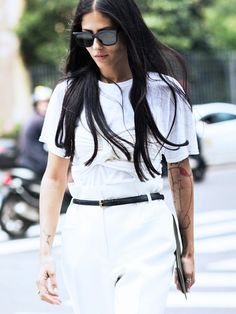 Gilda Ambrosio is our favourite early-adopter to up-and-coming trends. Here, she downplays her twist-detail bandeau bra with a white T to create a universally-chic monochrome outfit. Perfection.