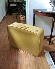 Vintage Yellow Gold Soft Shell Large Suitcase door RushCreekVintage