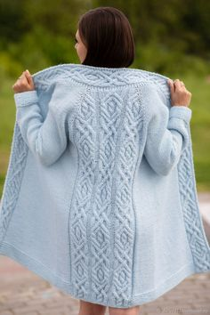 Bestellen Sie Cardigan mit Arana im Online-Magier . Ladies Cardigan Knitting Patterns, Aran Knitting Patterns, Knit Cardigan Pattern, Knitting Designs, Lace Knitting, Cable Cardigan, Knitted Coat, Hand Knitted Sweaters, Long Sweaters