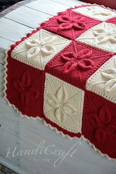 Knitted red and beige blanket for baby.  Hand por HandiCraftbyJaneqqque