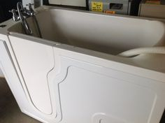 Sitting tub at Chilliwack New and ?Used Building Materials Inc.