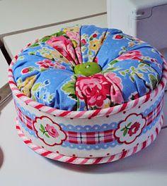 DIY Ruffled Gigi Pin Cushion Pattern.  http://freespiritfabric.blogspot.co.uk/2011/12/stocking-stuffer-tutorial.html
