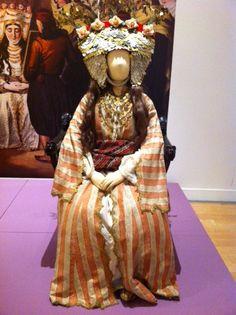 Wedding fashion and nostalgia Greek Costumes, Dance Costumes, Greek Traditional Dress, Greek Dress, Folk Costume, Vintage Costumes, Wedding Styles, Roots, Greece