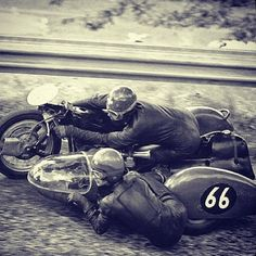 does anyone know if the Honda has been fitted with a sidecar yet, and if so how does it perform? Vintage Bikes, Vintage Motorcycles, Course Vintage, Scooters, Racing Motorcycles, Sidecar Motorcycle, Classic Motors, Old Bikes, Vintage Racing
