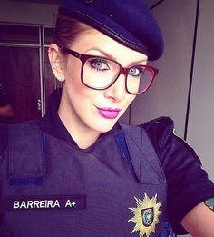 WEBSTA @ mulheresfardadas - Polícia não bate, ela simplesmente educa o cidadão mal comportado. 👍🏼🚔#guerreirasdefarda #mulheresfardadas #pm #pmsp