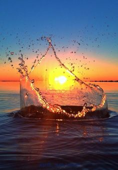 Never saw it coming by Jeremy Willingham. Awesome splash sunset #nature #naturephotography #barbasandzacari