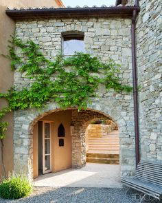 HOUSE TOUR: A ITALIAN FARMHOUSE Designer Eric Egan transforms a farmhouse in the Italian countryside into an up-to-date oasis, without losing any of its bucolic charm Italian Farmhouse, Rustic Italian, Italian Home, Italian Villa, Modern Farmhouse, Mediterranean Architecture, Mediterranean Home Decor, Stone Houses, Farmhouse Design