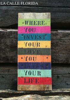 placa de madeira com frase