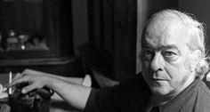 Eterno. Diplomata, poeta, compositor, dramaturgo e jornalista, Vinicius de Moraes, morto em 9 de julho de 1980, tinha várias faces e talentos. Deixou, como legado, clássicos da Bossa Nova e sonetos