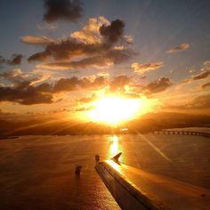 Chegar no Rio de Janeiro pelo Santos Dumont já é incrível... Durante um pôr-do-sol então fica surreal! Que tal?