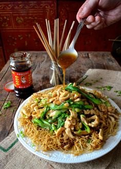 *Chinese Pan-Fried Noodles with Chicken (Gai See Chow Mein)