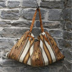Native American rug folded into pursess - see others at link :) Concert Fashion, Festival Fashion, Native American Rugs, Southwest Style, Southwest Fashion, Belt Purse, Hippy, Purses And Handbags, Rugs On Carpet