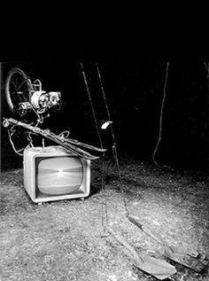 Wolf Vostell »Elektronischer dé-coll/age Happening Raum« | TV Gerät Nr. 3