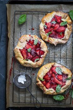 Strawberry and Basil Galette A easy recipe for rustic Strawberry and Basil Galettes with fresh summer strawberries lemon vanilla almonds fresh basil and crumbly short pastry. Source by abeachgirl Köstliche Desserts, Delicious Desserts, Dessert Recipes, Yummy Food, Short Pastry, Breakfast Desayunos, Strawberry Recipes, Strawberry Tart, Strawberry Galette Recipe