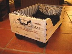 Wooden Wine Boxes & Wine Crates: Classic Wine Crate Project Ideas and Pictures Wooden Wine Boxes, Wooden Crates, Wooden Diy, Designer Dog Beds, Diy Dog Bed, Dog Furniture, Reuse Furniture, Animal Projects, Cool Pets