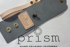 ◆※こちらは,ステッチ(手縫い糸)の色を注文された方にお選びいただきます。写真1枚目のとおり革の仕立て,金具の取り付け等が済み,あとステッチ(手縫い)とコート...|ハンドメイド、手作り、手仕事品の通販・販売・購入ならCreema。