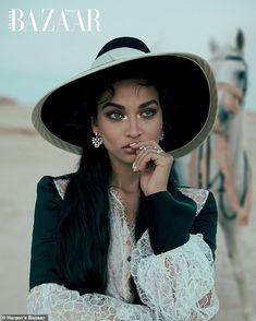 Shanina Shaik looks like a queen on Harper's Bazaar Arabia's January 2020 cover. In front of the lens of Greg Swales, she wears a Faraz Manan dress with… Revista Bazaar, Fashion Shoot, Editorial Fashion, Magazin Covers, Shanina Shaik, Vogue Uk, Poses, Queen, International Fashion