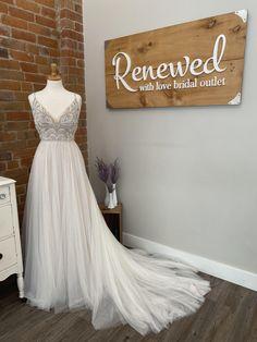 Buy Wedding Dress, Wedding Gowns, Wedding Things, Dream Wedding, Bodice, Neckline, Maggie Sottero, Bride Look, Princess Seam