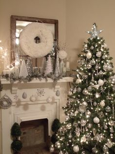 Silver and white Christmas mantle Silver Christmas Tree, Christmas Tree Themes, Merry Little Christmas, Noel Christmas, Xmas Tree, Beautiful Christmas, Silver Christmas Decorations, Christmas Fireplace, Christmas Mantels