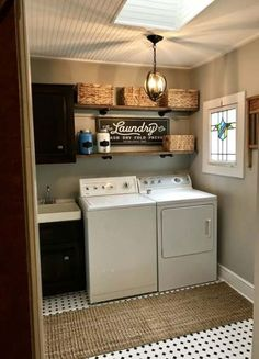 Small Laundry Room Ideas (on a BUDGET) – Laundry room organization and small laundry room ideas. These laundry room makeover pictures are amazing before and after laundry area makeovers. Small Laundry Rooms, Laundry Room Organization, Laundry Room Design, Laundry In Bathroom, Vintage Laundry Rooms, Laundry Room Shelving, Basement Laundry, Laundry Closet, Laundry Room Colors