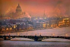 Denizens of the second capital relax in a completely different way, bypassing the well-trodden tourist paths World Largest Country, St Petersburg Russia, Flight And Hotel, Largest Countries, Architecture Photo, Beautiful World, Places To See, Amazing, Paris Skyline